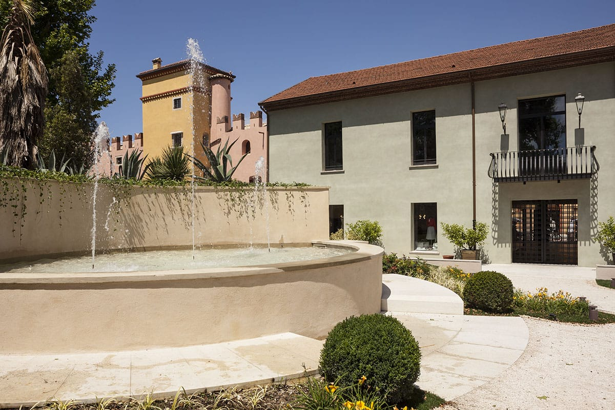 Documentazione restauro conservativo di parte della tenuta Guerrieri Rizzardi, trasformata in polo turistico ricettivo e commerciale nel centro di Bardolino.