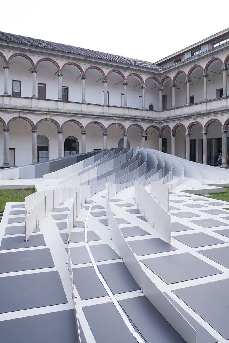 Documentazione installazione Twirl di Zaha Hadid Architects per Lea Ceramiche al Fuorisalone 2011, Università degli Studi di Milano.